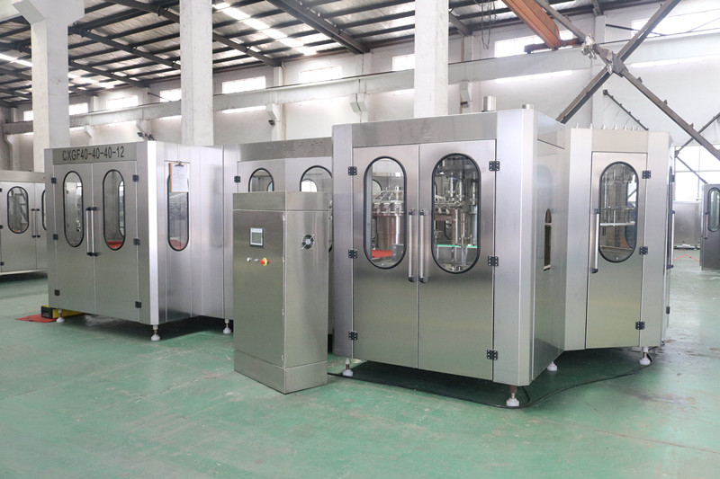 Rotary Type Plastic Bottle Filling Machine With Large Gravity Filling Valve